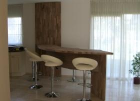 Bar gemaakt van notenhout